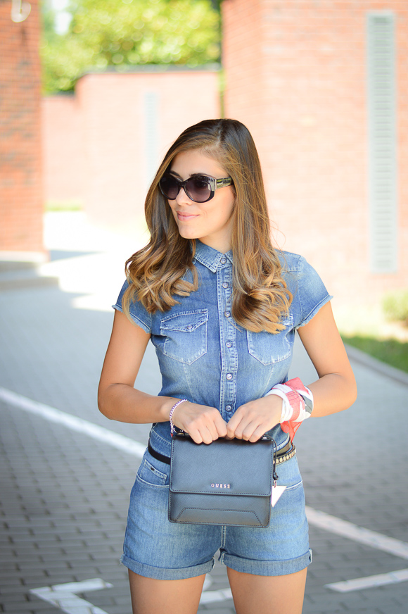 Bulgarian Fashion Blogger Denina Martin with an outfit from Gas Jeans at Bulgaria Mall