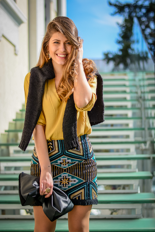Bulgarian Fashion Blogger Denina Martin wearing an embroidered skirt by H&M and Bulgaria Mall