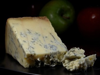 Ekelhaft. Dieser Blue Cheese ist komplett mit Schimmelsporen durchzogen.