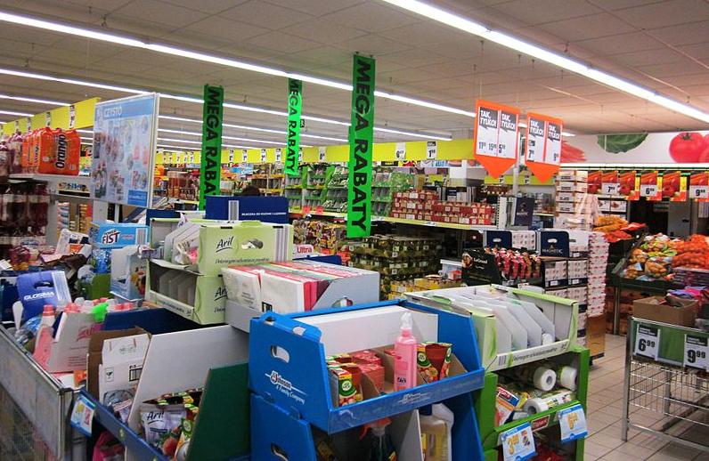 Rabatte wohin das Auge blickt. In polnischen Supermärkten wird den Kunden noch was geboten.