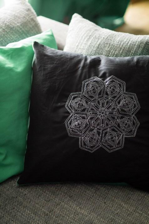 Kissen DIY Nähen Sticken Hotelverschloss schwarz weiß grün Samt-10