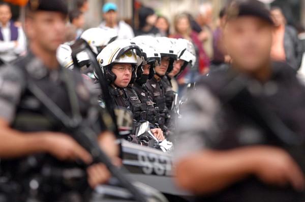 Metrópole e Ordem Urbana. Pela desmilitarização da polícia.