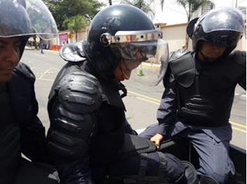 Honduras: atacam imprensa e estudantes fazem greve de fome