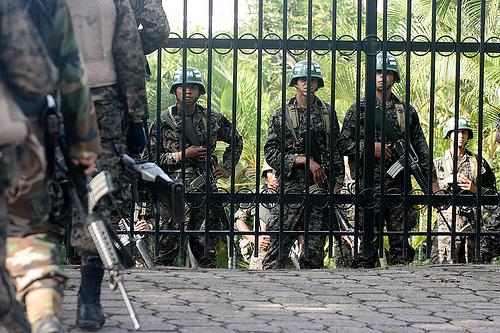 Honduras: tensão cresce, grupo militar emite comunicado