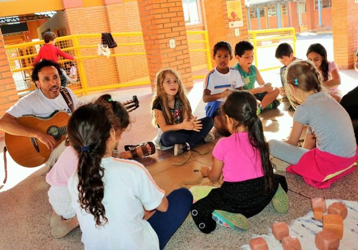 Paralelepípedo Poema: projeto leva poesia para a sala de aula em Florianópolis