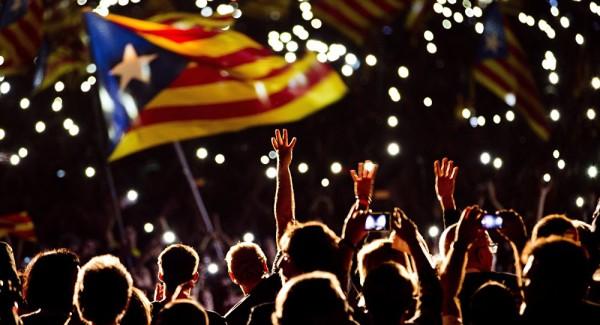 Estado espanhol suspende independência da Catalunha