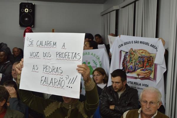 Moção de Repúdio contra Padre defensor dos pobres é rejeitada na Câmara de Vereadores