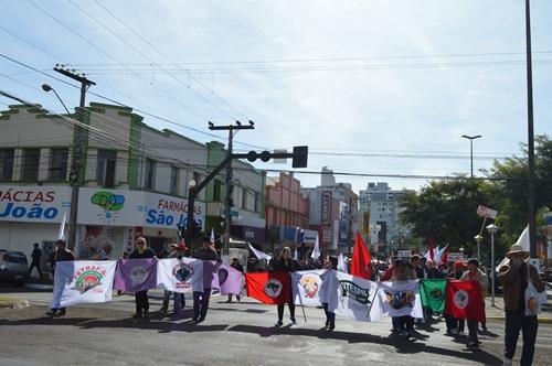 Um olhar:  Não é pela Dilma. A Esquerda tem um projeto.