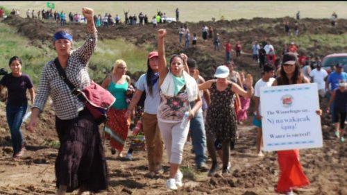 Povo Sioux luta contra oleoduto nos Estados Unidos