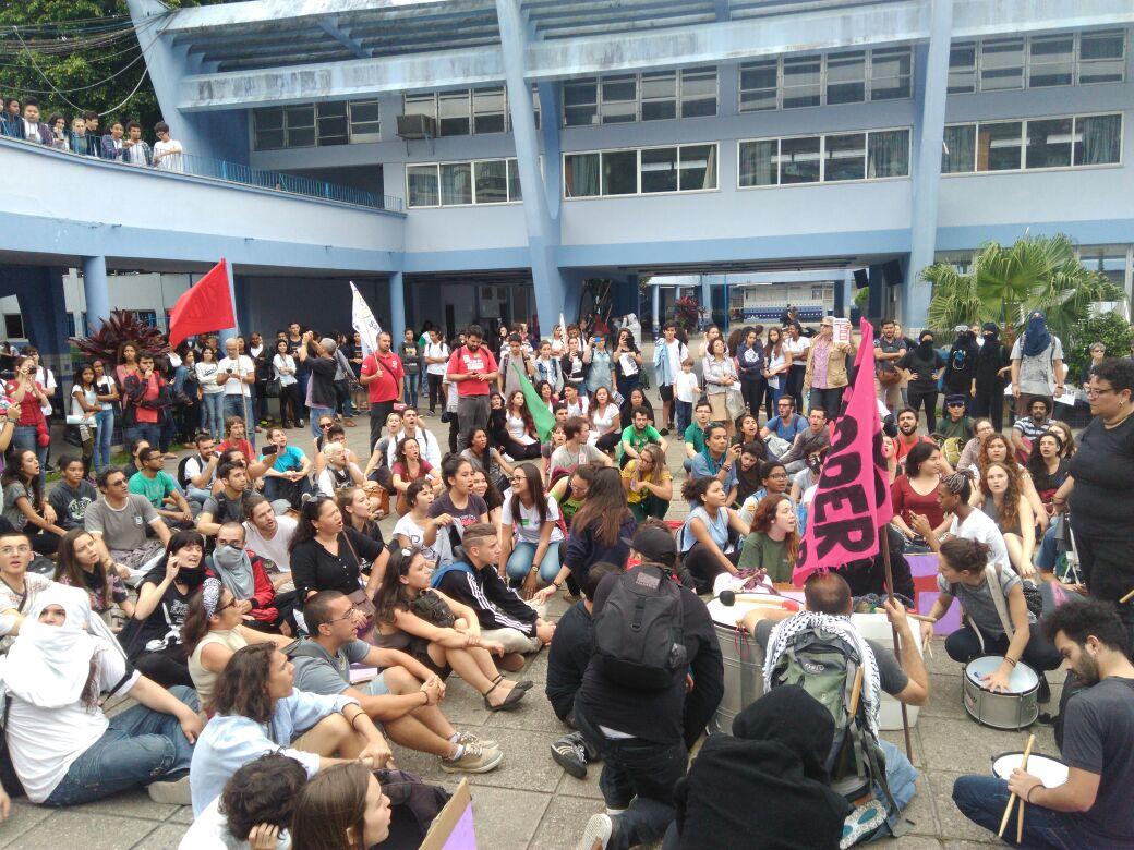 Hoje à tarde, no IFSC, manifestação contra a PEC 241 e as reformas na educação conversando com os alunos
