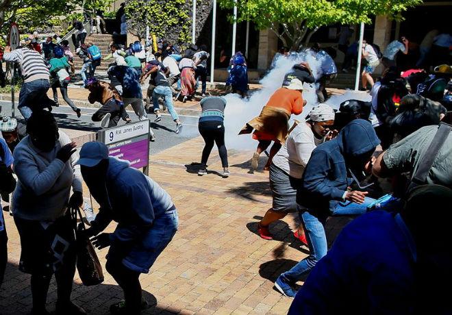 Polícia sul-africana reprime estudantes em nova onda de protestos por ensino superior gratuito