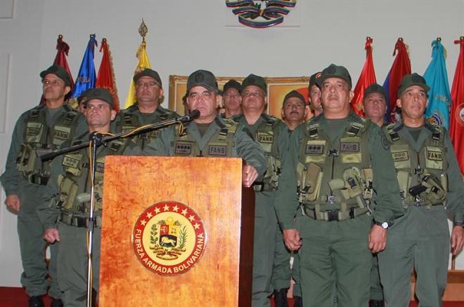 Militares venezuelanos negam existência de 'golpe de Estado' no país e apoiam Maduro