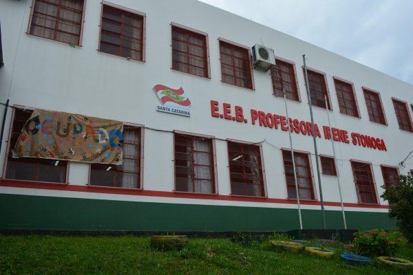 Juiz determina decisão favorável aos estudantes da E.E.B Irene Stonoga de Chapecó/SC