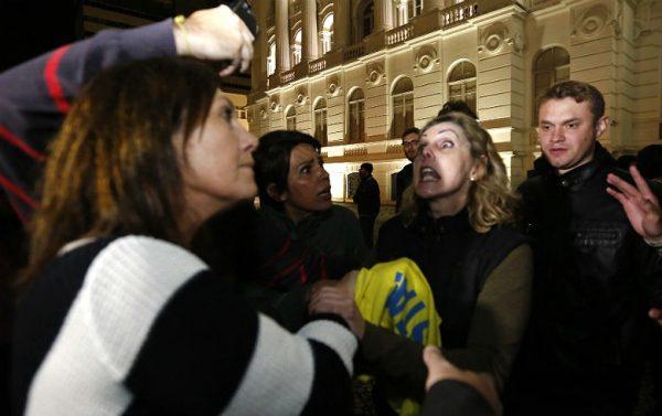 Integrantes do MBL entram em conflito com estudantes que ocuparam a Universidade Federal do Paraná (UFPR)