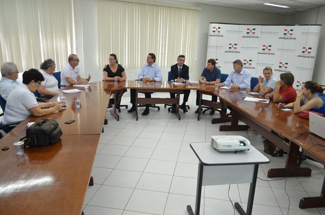 """Jaraguá do Sul: Um dia antes da Assembléia da Campanha Salarial, prefeito apresenta """"pacote""""que retira direitos"""