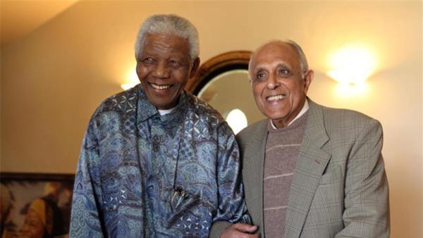 Nelson Mandela e Ahmed Kathrada. Foto: Fundação Ahmed Kathrada