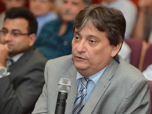 Governo demite professor e desrespeita pesquisadores