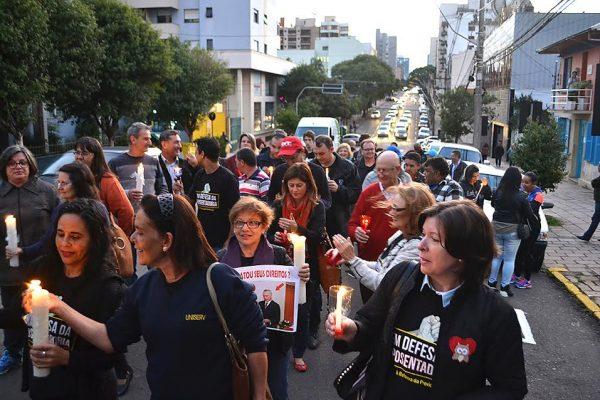 Caxias do Sul – Protesto na rua e debate: repúdio às reformas