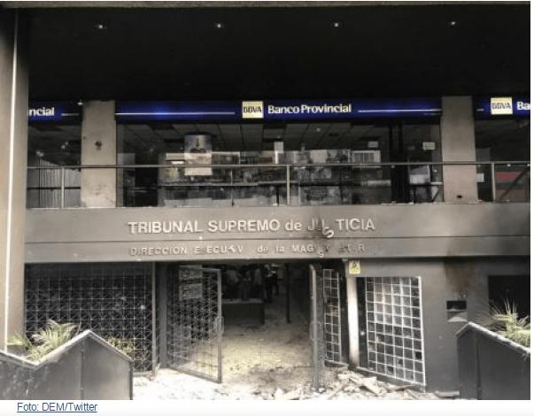 Venezuela: manifestação opositora tem destruição de prédio público e ataque a jornalistas