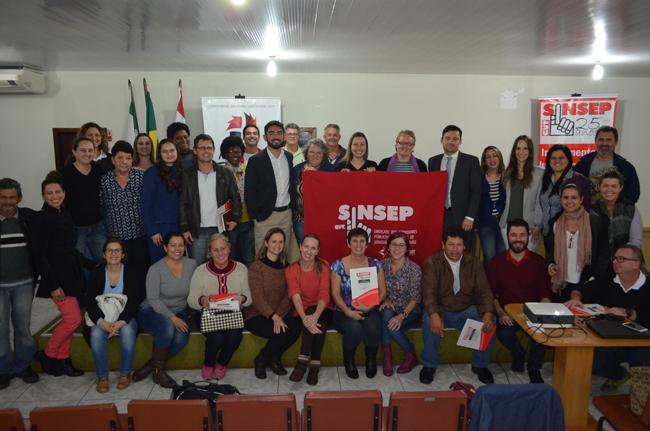 Foto: Defensores Públicos de Jaraguá do Sul e servidores que participaram do seminário sobre Defesa de Direitos