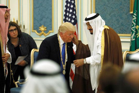 El rey Salman de Arabia Saudí y Trump, en Riad. Reuters/Jonathan Ernst