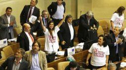 Senado chileno aprova descriminalização do aborto em alguns casos