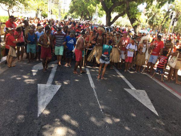 Cerca de 2.500 indígenas foram às ruas de Fortaleza contra o Marco Temporal; mobilizações ocorrem em ao menos nove estados