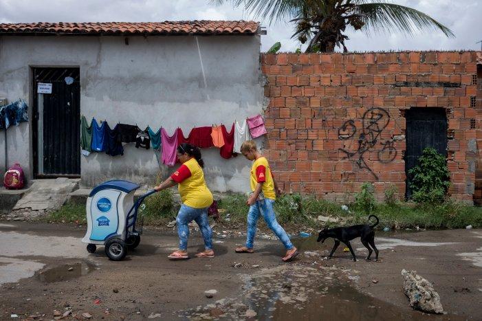 """Como a grande indústria viciou o Brasil em """"junk food"""""""