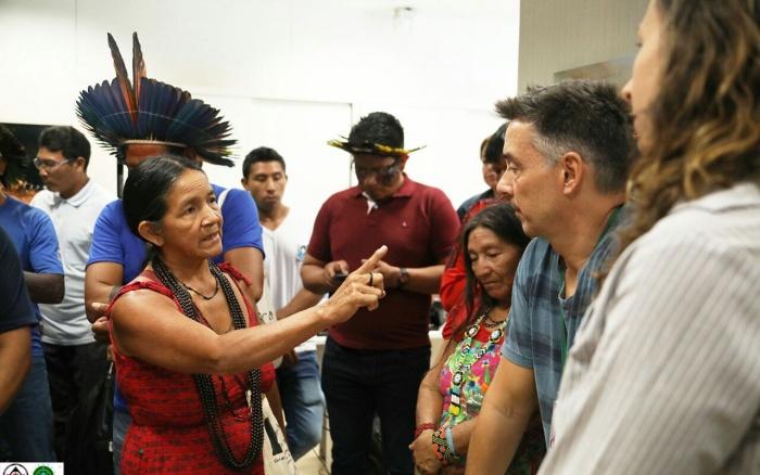 Xinguanos protestam pelo fim do loteamento da saúde indígena
