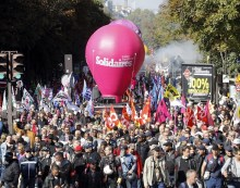 Presidente francês assina decretos que flexibilizam leis trabalhistas