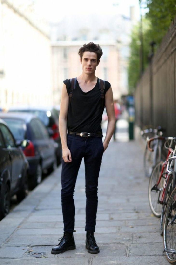 tendance mode homme maillot noir pantalon tendance chaussures idée