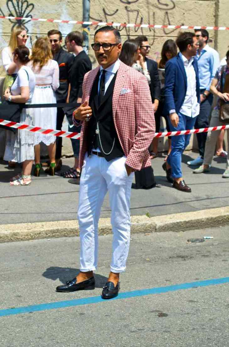 homme moderne style pantalon blanc veste chaussures