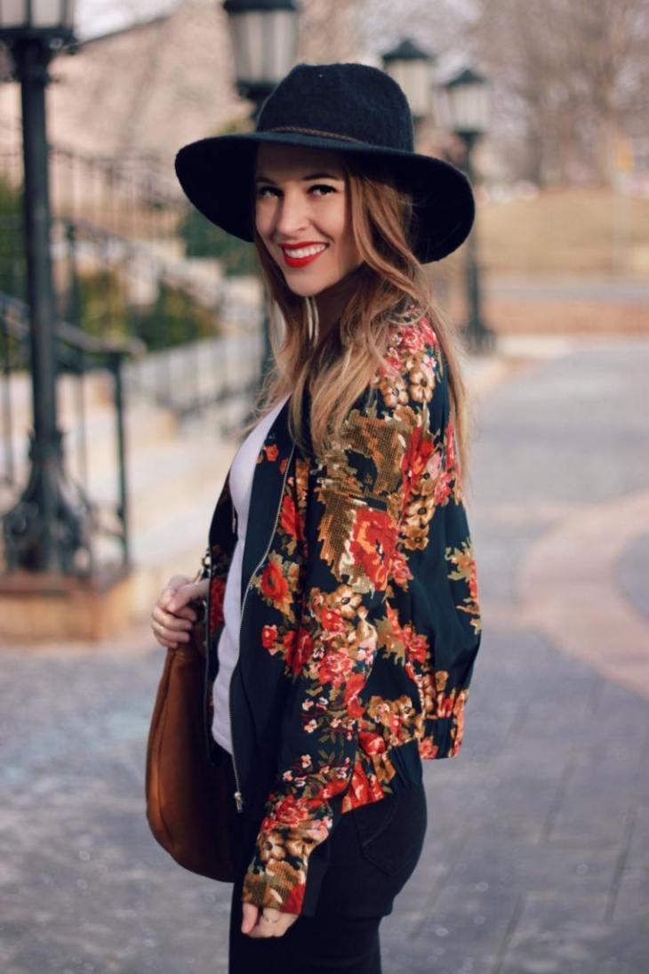 femme look printemps idée blouson aviateur imprimé floral