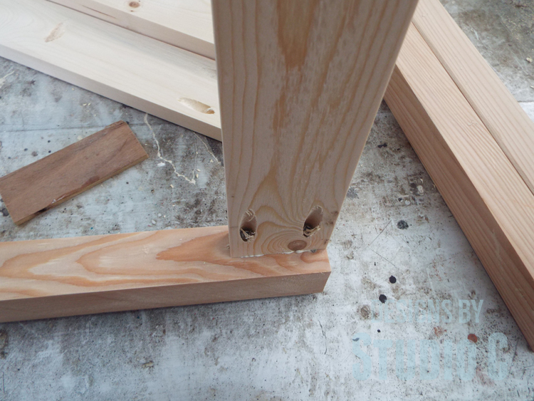 DIY Furniture Plans to Build a Simple Round Dining Table - securing aprons to legs