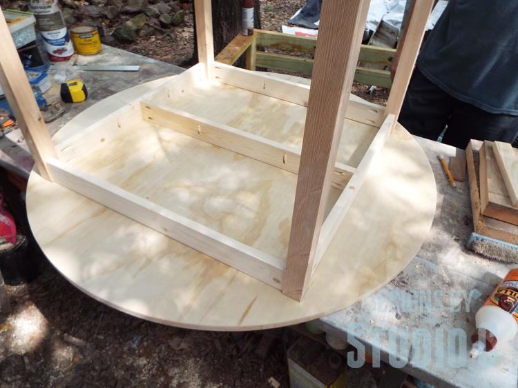 DIY Furniture Plans to Build a Simple Round Dining Table - Positioning frame on table top