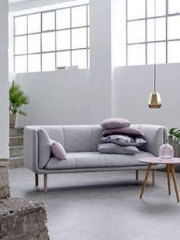 27efdd6359d1019ba4a04311a1028aa2--metal-pendant-lights-couch