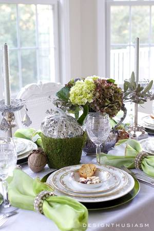 mixing-casual-and-formal-in-a-tablescape-designthusiasm