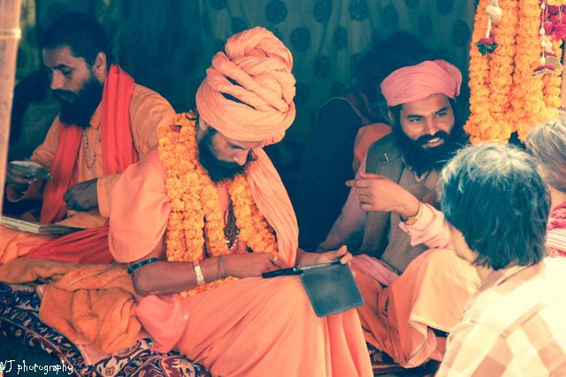 Computer Baba - Sadhu with ipad
