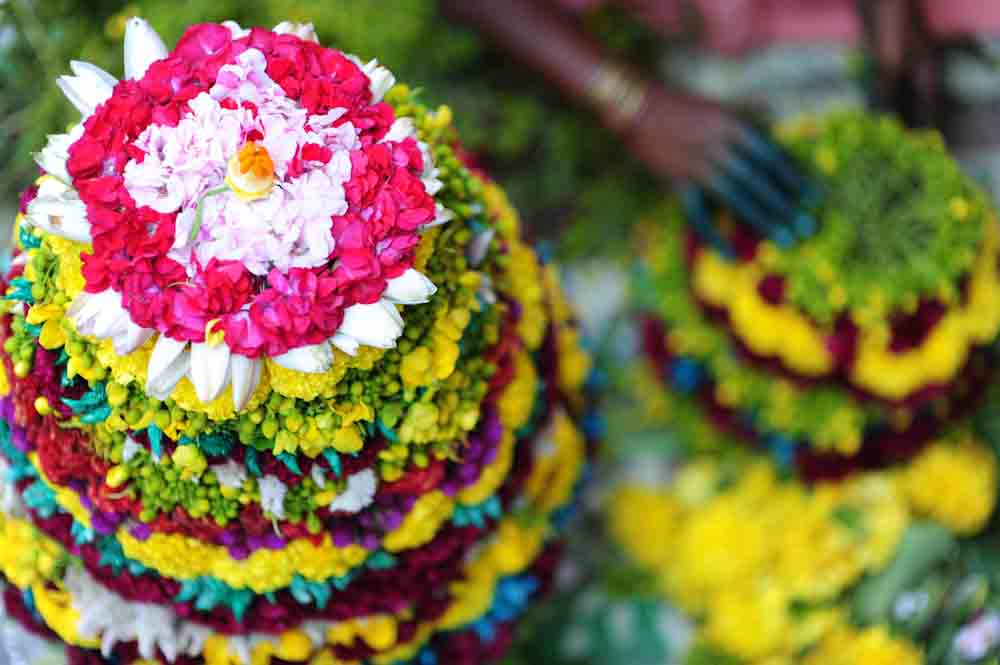 How to make a Bathukamma Flower arrangement