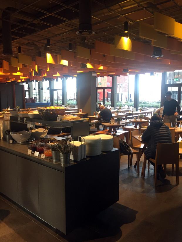 Meininger Hotel em Amsterdam Bem localizado e ótimo custo-benefício