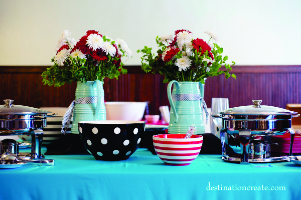 red daisy & white cremone centerpiece