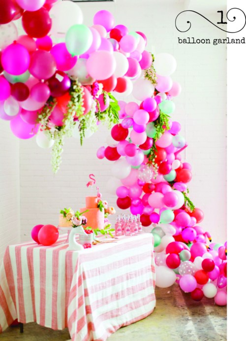 Have you ever seen anything quite like this? This flower & balloon garland is stunning!