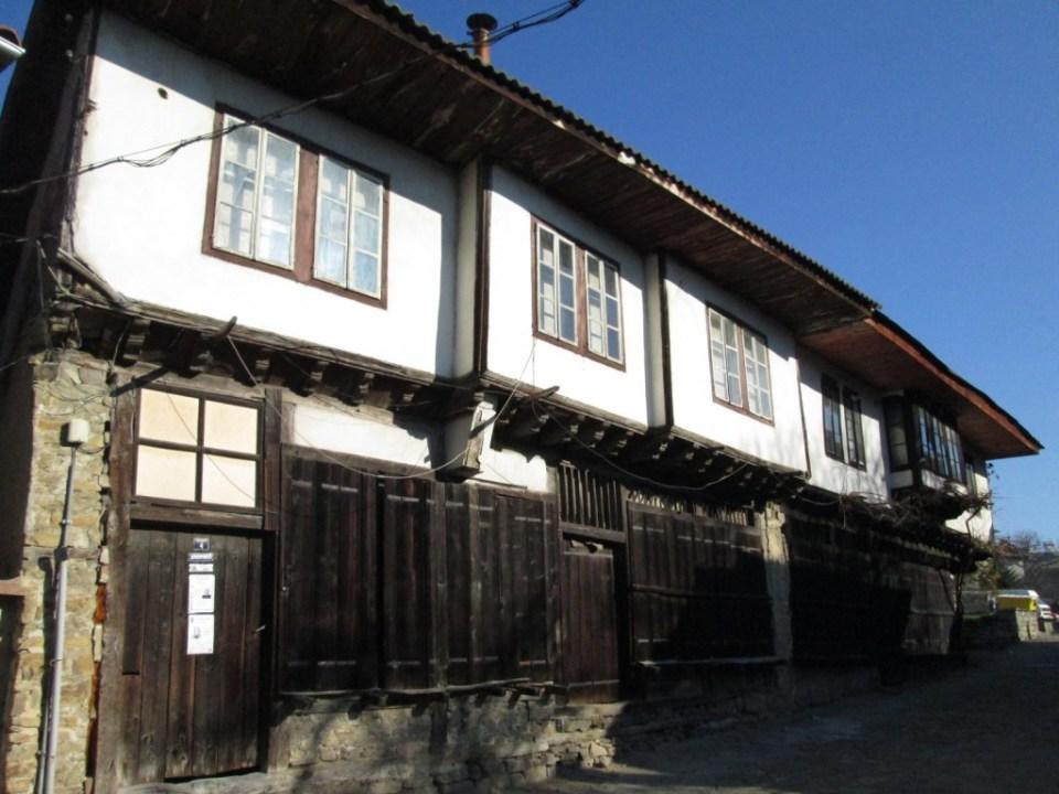 Възрожденски къщи - Старата улица - до Танановата къща, 2014