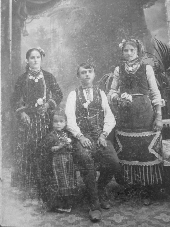 Хора от село Керека - 1911 г.; Кина Стойчева