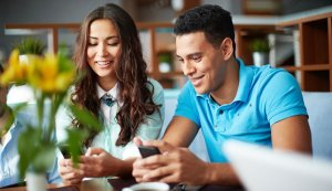 Cara Berkencan Dengan Orang Extrovert Untuk Anda Yang Introvert