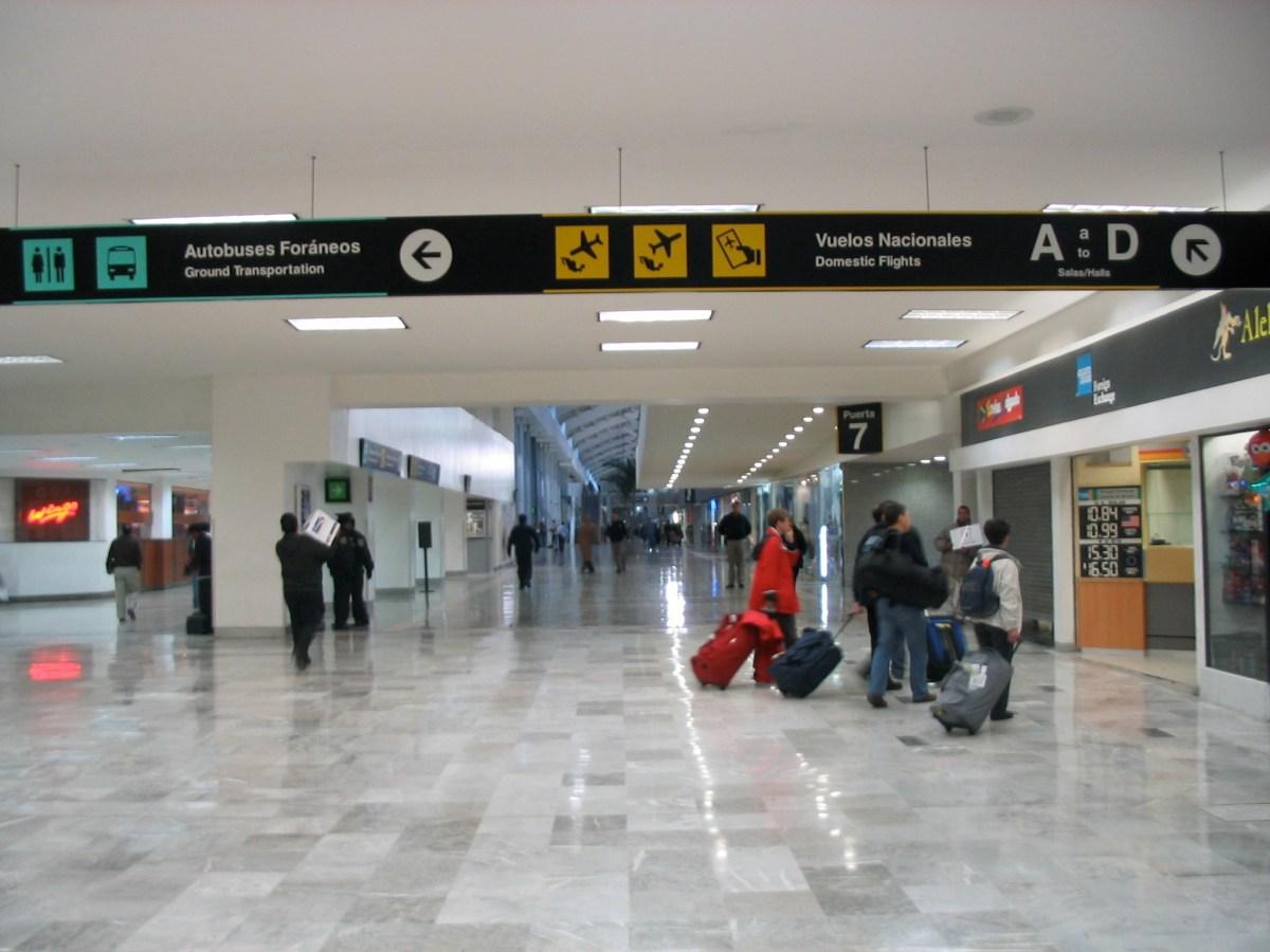 Pasar la noche en el aeropuerto de México