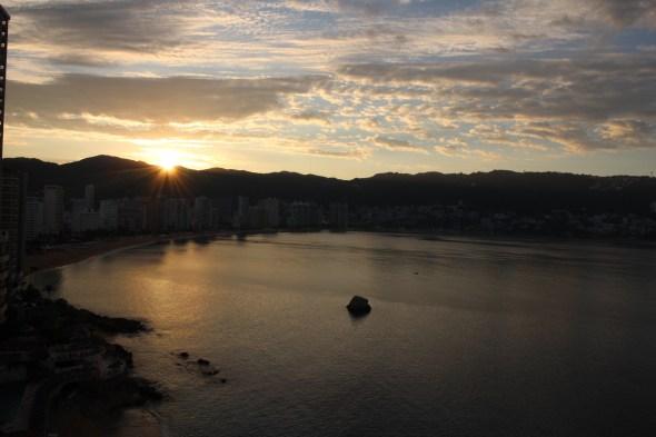 Amanecer sobre Acapulco
