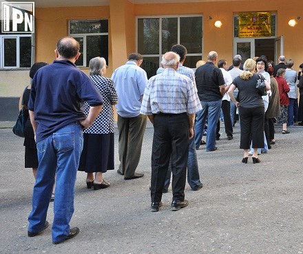 queue of voters 2012