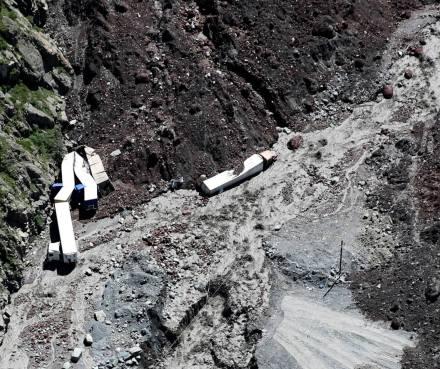 Dariali_landslide_-_Kaladze_photo_03_-_2014-05-17_Cropped