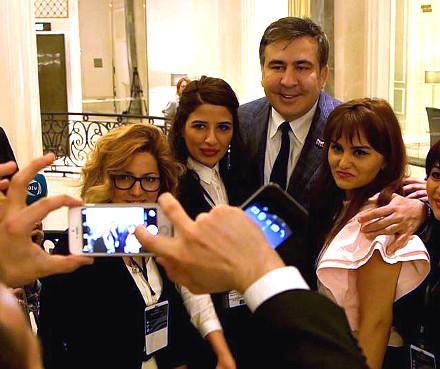 Mikheil Saakashvili taking selfie with crowd